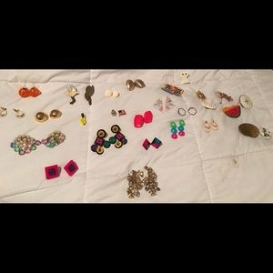 Lot of more than 20 post costume earrings!